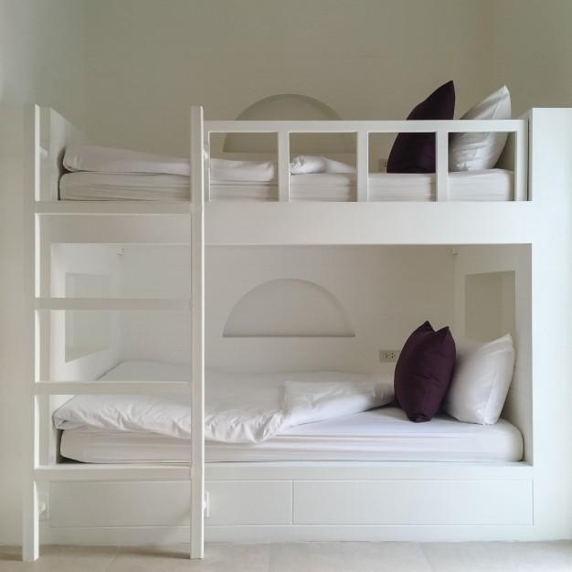 halvhøj seng